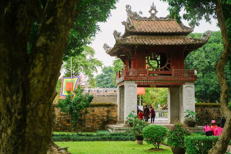 Tempel van Literatuur in de stad van Hanoi, Vietnam stock foto