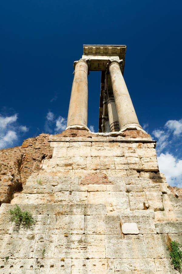 Tempel van Saturn in het Roman Forum royalty-vrije stock fotografie