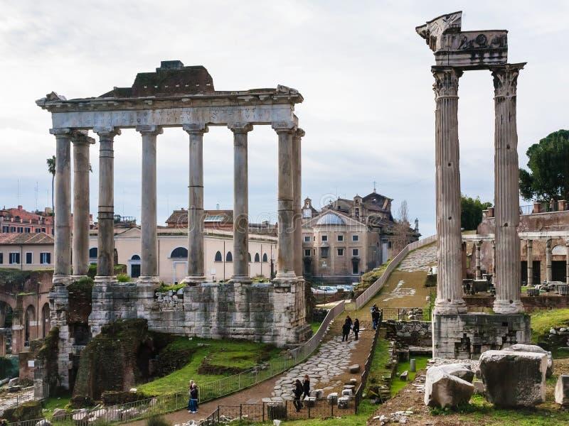 Tempel van Saturn in Roman Forum in Rome royalty-vrije stock foto's
