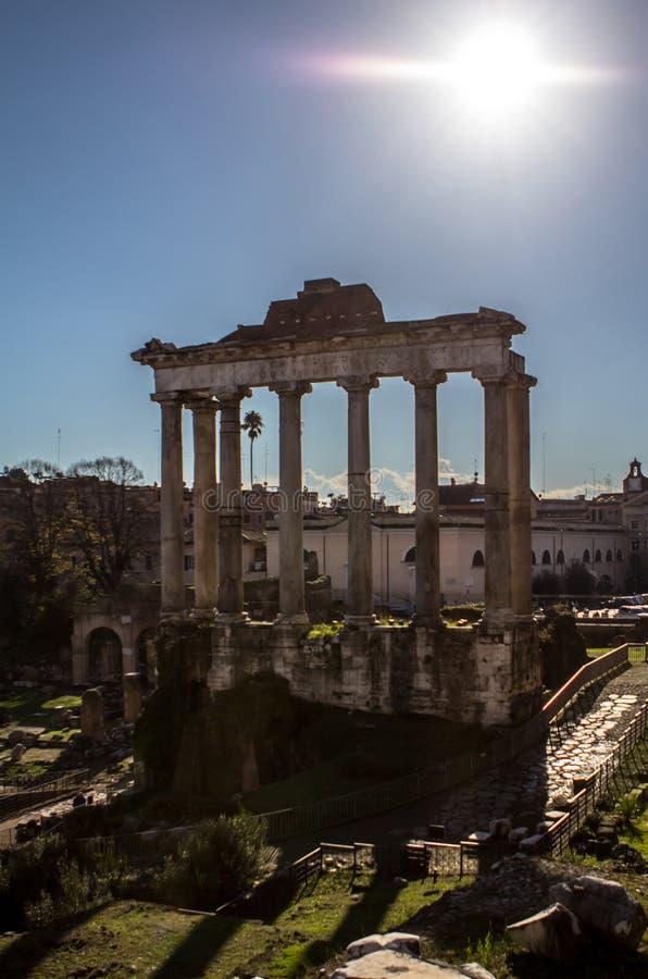 Tempel van Saturn, Roman Forum in Rome, Italië stock foto's