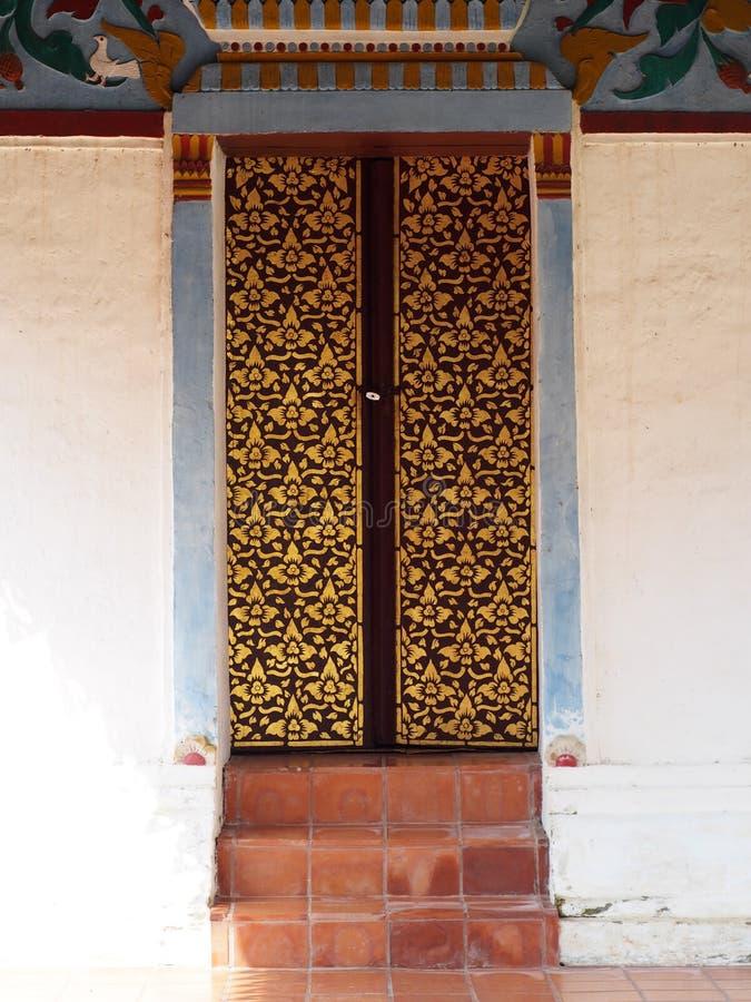 Tempel van THAILAND van de voordeuren de unieke stijl noordelijke stock fotografie