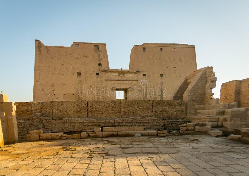 Tempel von Edfu Eingeweiht dem Falkegott Horus Egypt stockbilder