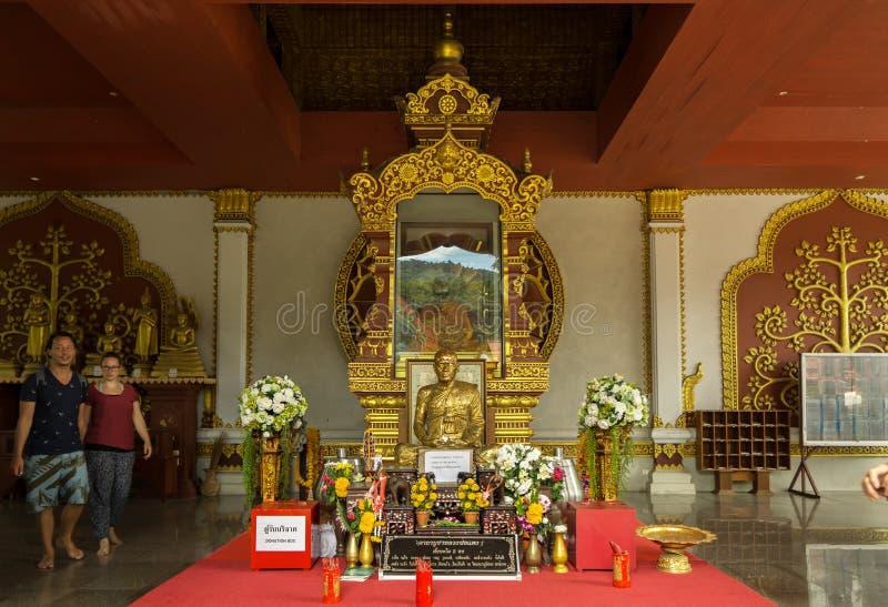 Tempel Wat Khunaram met Brij van een Boeddhistische monnik Luang Pho Daeng op Koh Samui in Thailand royalty-vrije stock foto's