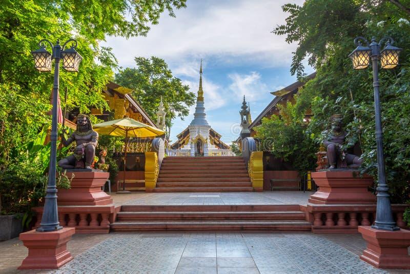 Tempel Wat Pra That Doi Pra Chan Mae Tha royaltyfri fotografi