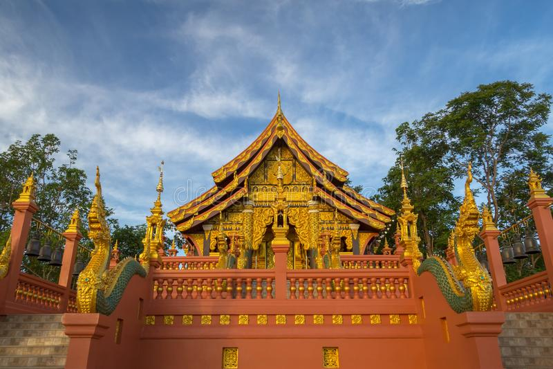 Tempel Wat Pra That Doi Pra Chan Mae Tha royaltyfri foto
