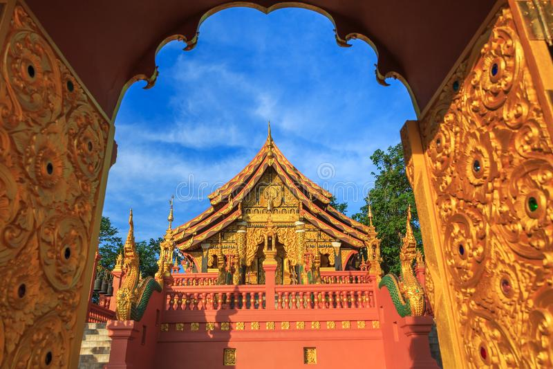 Tempel Wat Pra That Doi Pra Chan Mae Tha royaltyfri bild