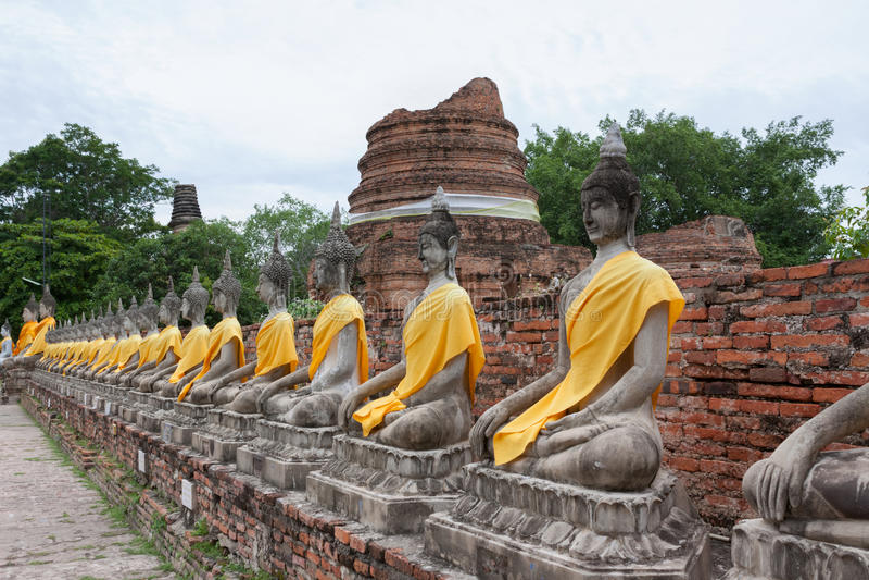 Tempel Wat Yai Chai Mongkol i Ayutthaya; Thailand arkivfoto