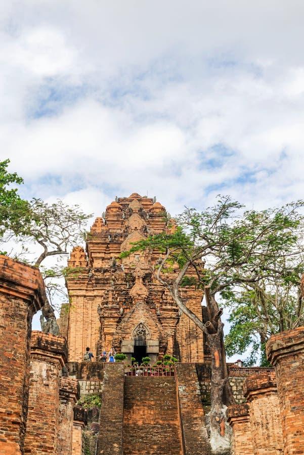 Tempelchamen för Po Nagar står högt i Nha Trang, Khanh Hoa Province, VI royaltyfri fotografi