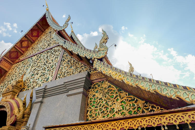 Tempeldak met hemel en wolk royalty-vrije stock foto