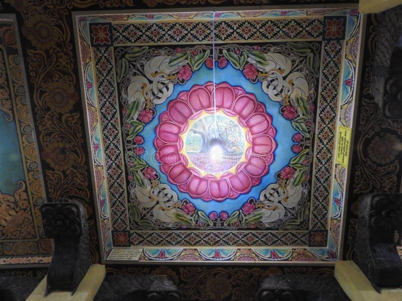 Tempeldecoratie en het grote monument van Boedha, toeristenbestemming, Sri Lanka stock afbeelding