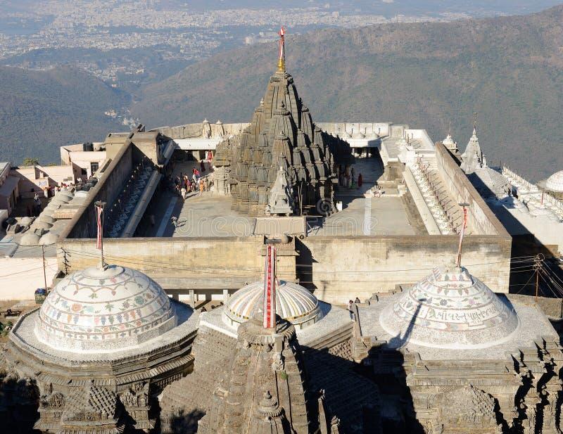 Tempelkomplex auf die heilige Girnar-Oberseite in Gujarat lizenzfreies stockfoto