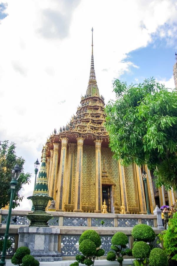 Tempelkomplex i Thailand Buddistiska tempel i Bangkok fotografering för bildbyråer