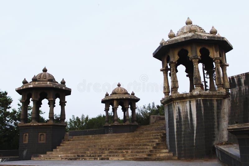 Tempelkupoler på Dehu, Maharashtra, Indien arkivfoto