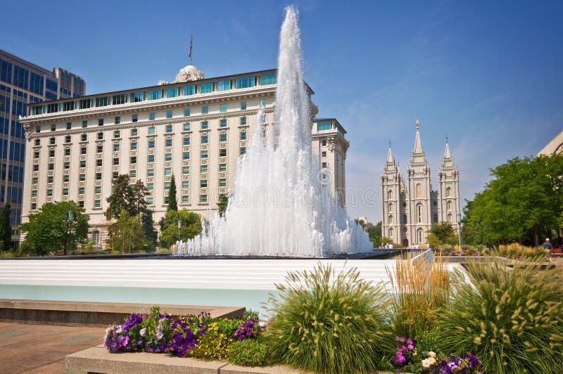 Tempelquadrat, foutain mit dem mormonischen Tempel im Hintergrund, Salt Lake City Utah lizenzfreie stockfotos