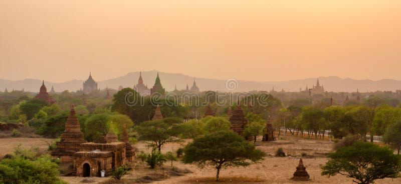 Tempels y puesta del sol imagen de archivo libre de regalías