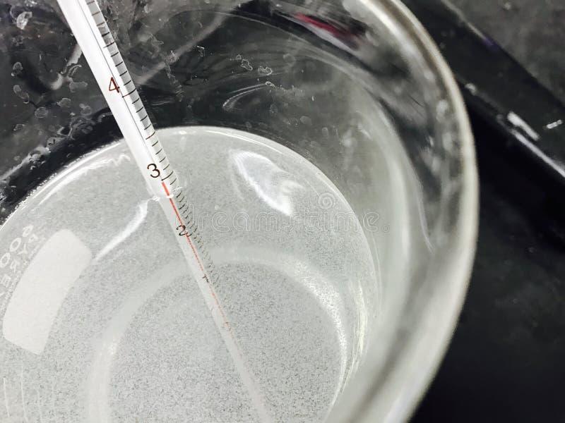 temperatura en la solución foto de archivo