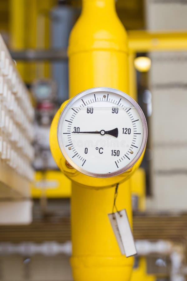 Temperaturowy wymiernik dla monitor temperatury ropa i gaz drymby linia zdjęcia stock