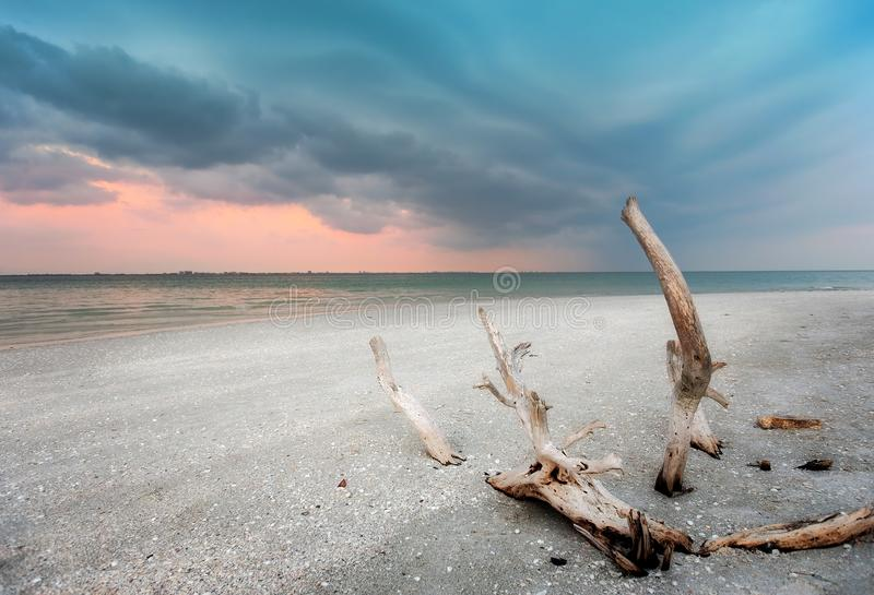 Tempesta al tramonto fotografie stock libere da diritti