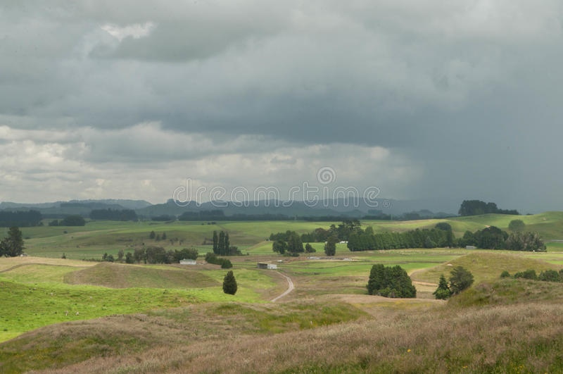 Tempesta aspettante La Nuova Zelanda rurale fotografia stock libera da diritti