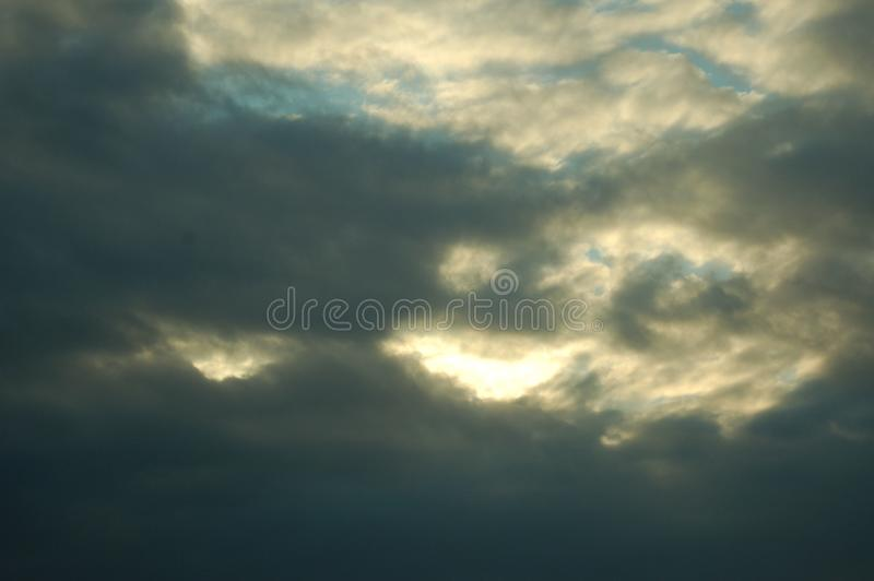 Tempesta che fa nel cielo fotografie stock