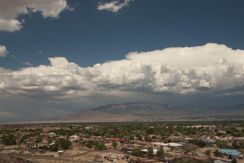 Tempesta che fermenta sopra Albuquerque immagini stock libere da diritti