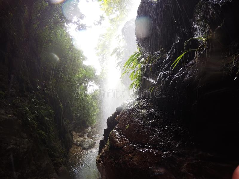 Tempesta di pioggia della cascata immagini stock libere da diritti