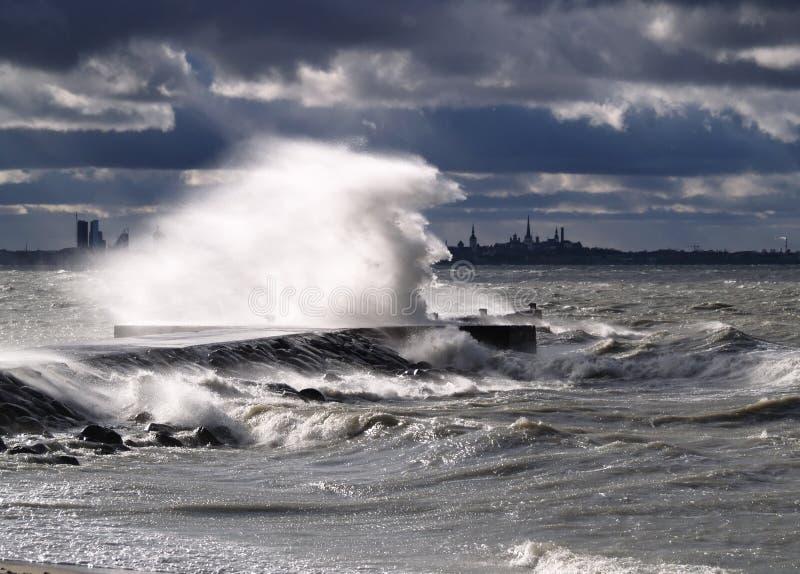 Tempesta e forte vento fotografie stock