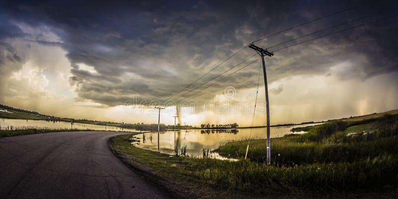 Tempesta sopra la strada scolorita fotografia stock libera da diritti