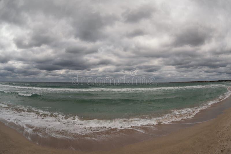Tempesta sulla spiaggia fotografia stock libera da diritti