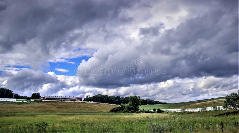 Tempestad de truenos inminente el tarde del verano imagen de archivo