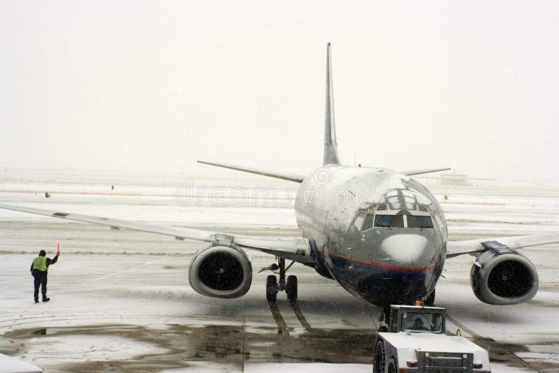 Tempestade da neve no aeroporto imagens de stock