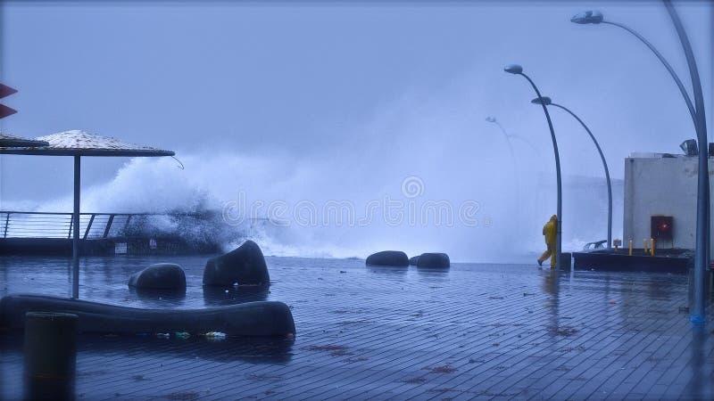 Tempestade do inverno em Telavive dezembro portuário 2010 fotos de stock