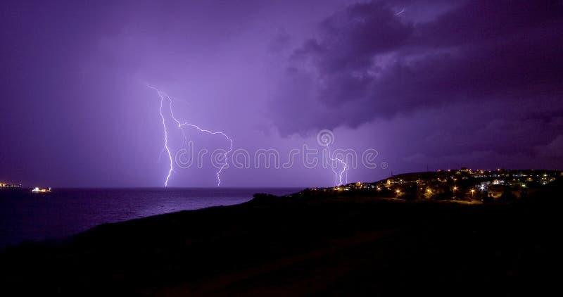 Tempestade do relâmpago sobre o mar de Marmara, Beylikduzu, Istambul fotografia de stock royalty free