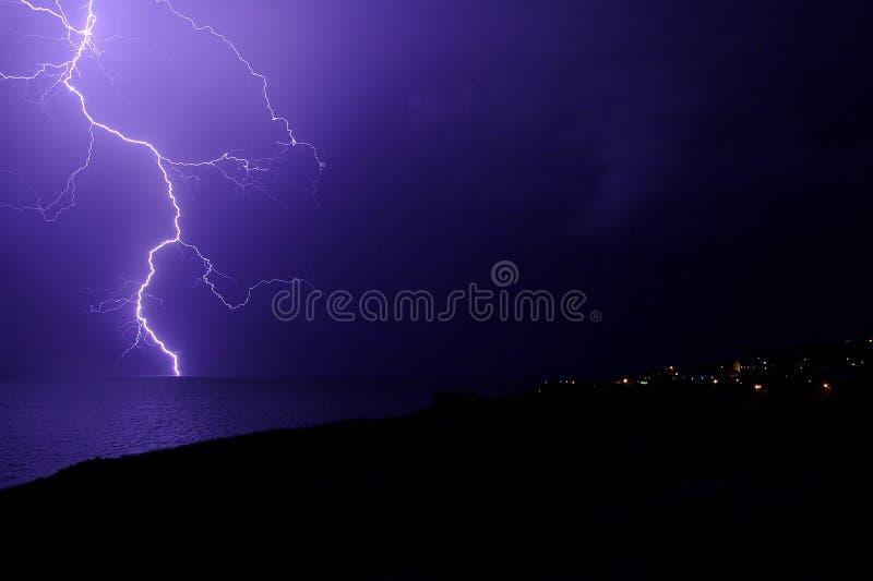 Tempestade do relâmpago sobre o mar de Marmara Beylikduzu, Istambul imagens de stock royalty free