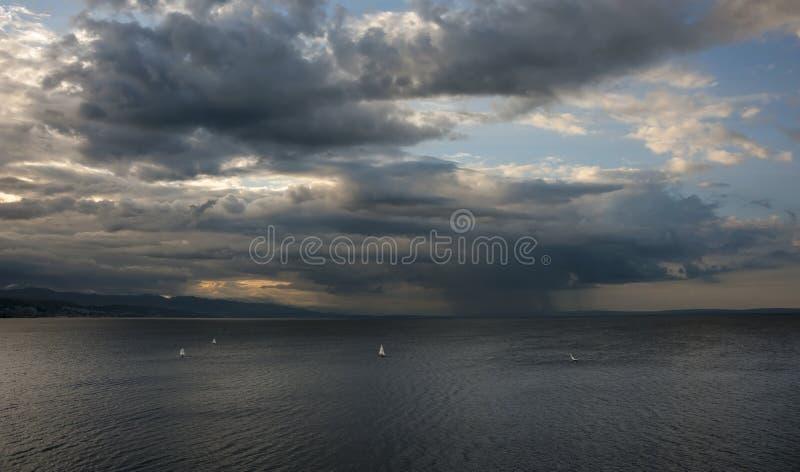 Tempestade do verão no mar fotografia de stock