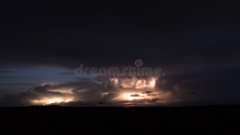 Tempestade enorme do relâmpago no parque estadual do ponto do cavalo inoperante perto de Moab, Utá imagem de stock