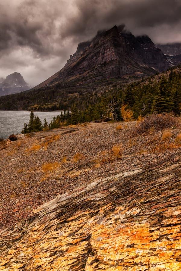 Tempestade entrante em St Mary Lake no parque nacional de geleira imagens de stock