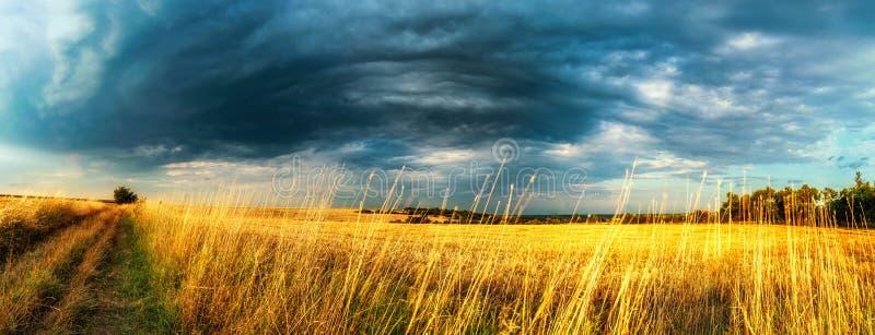 A tempestade está próximo imagens de stock royalty free