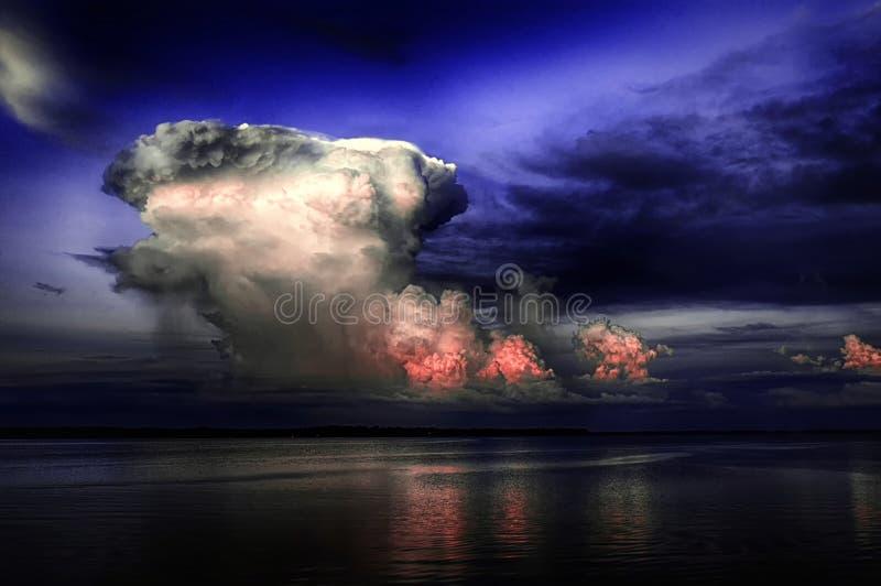 Tempestade no lago foto de stock