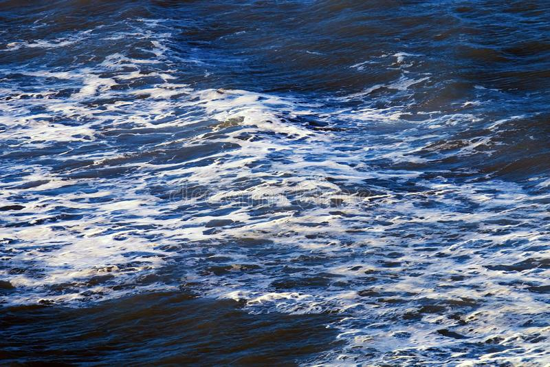 Tempestade no mar azul profundo foto de stock royalty free