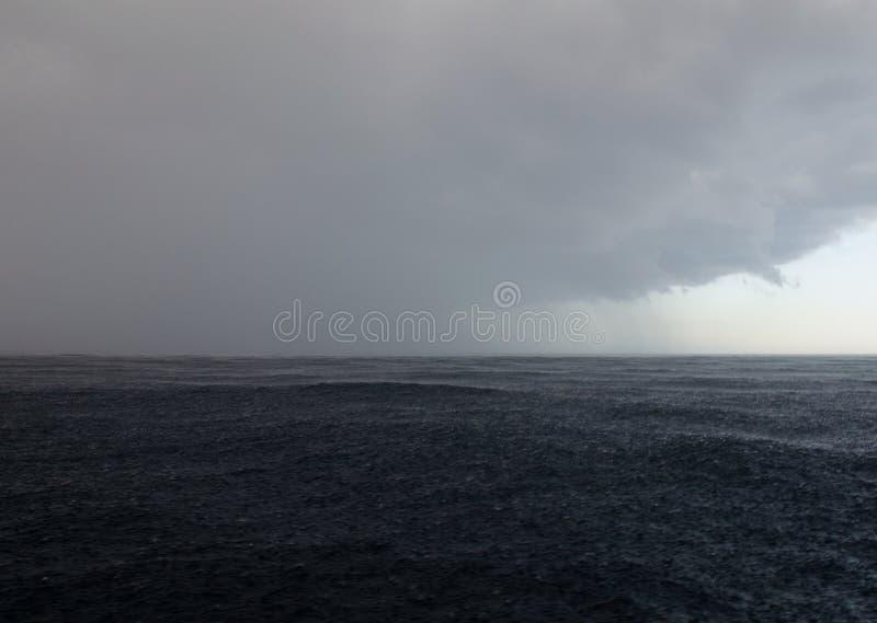 Tempestade no mar Chuva fotos de stock royalty free