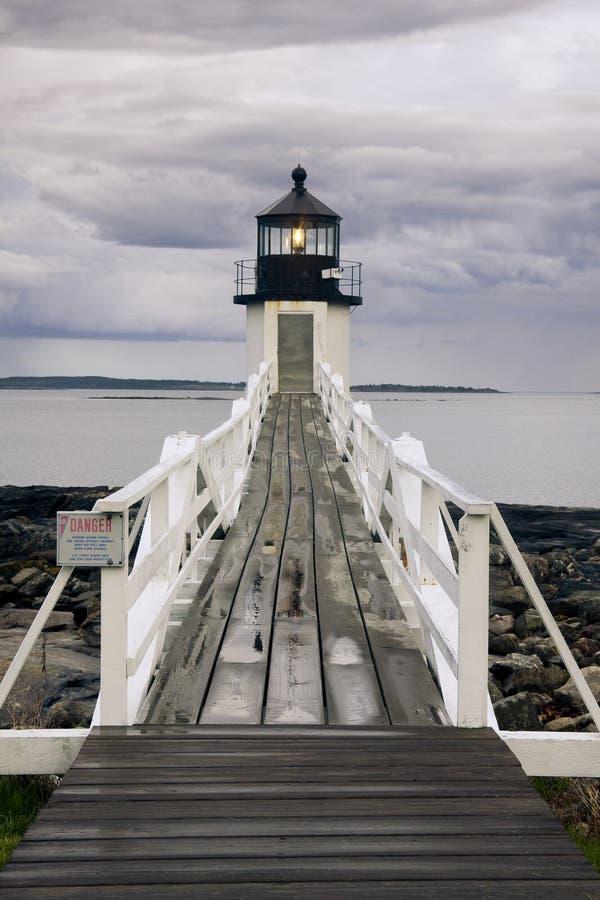 Tempestade que aproxima o farol do ponto de Marshall, Maine imagens de stock
