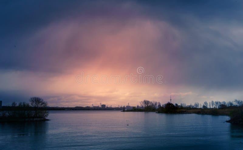 Tempestade sobre a baía de Humber imagem de stock