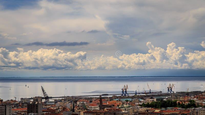 Tempestade sobre a cidade de Trieste imagem de stock royalty free