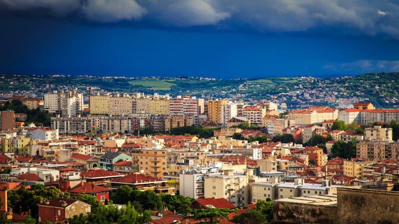 Tempestade sobre a cidade de Trieste imagem de stock