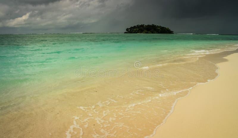 Tempestade sobre o paraíso imagem de stock royalty free