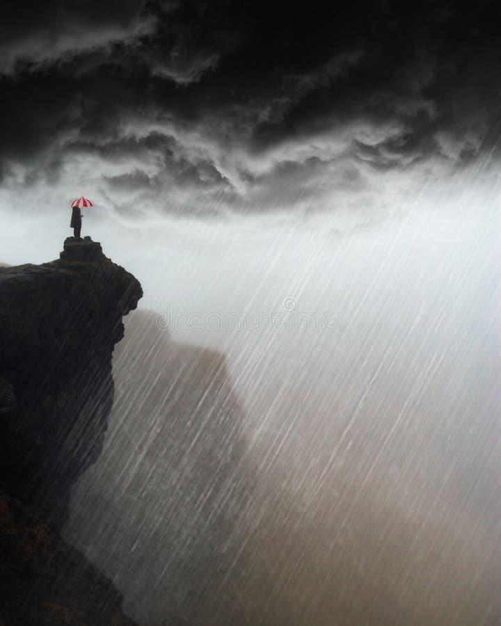 Tempestade surreal, chuva, montanha, tempo foto de stock