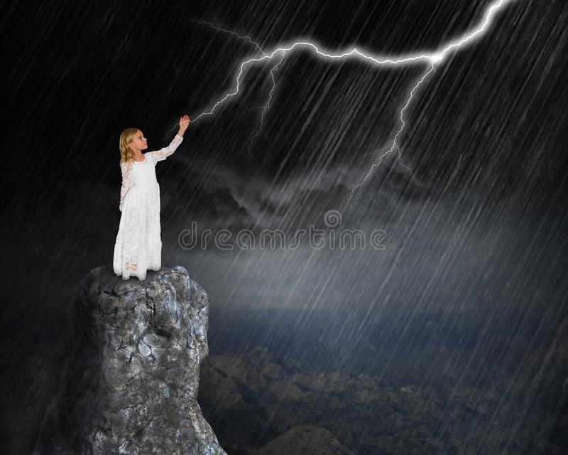 Tempestade surreal da chuva, relâmpago, nuvens, menina imagens de stock royalty free