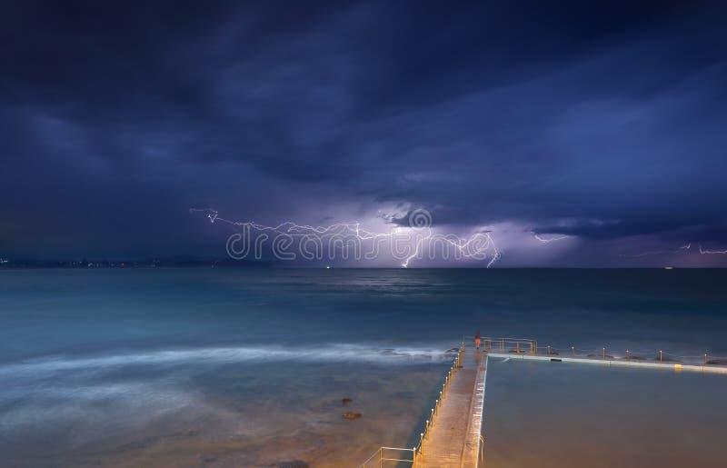 Tempestades e relâmpago de Collaroy fotografia de stock