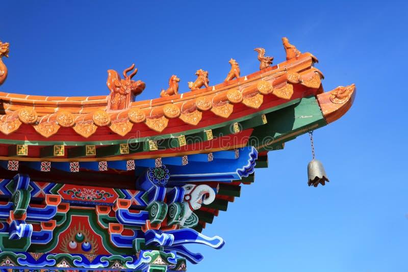 Tempiale asiatico con il cielo blu fotografia stock libera da diritti